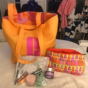 NWT💋🥰Clinique🥰💋 Gift Set-bag, pouch & product